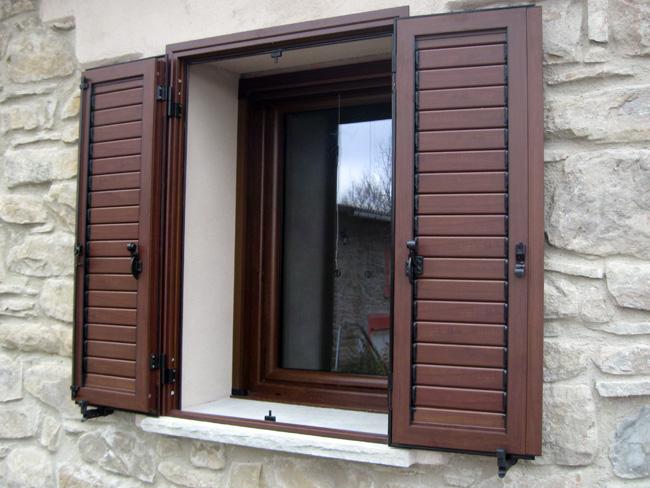 Infissi funari finestre e persiane in alluminio e pvc for Scuri in pvc prezzi