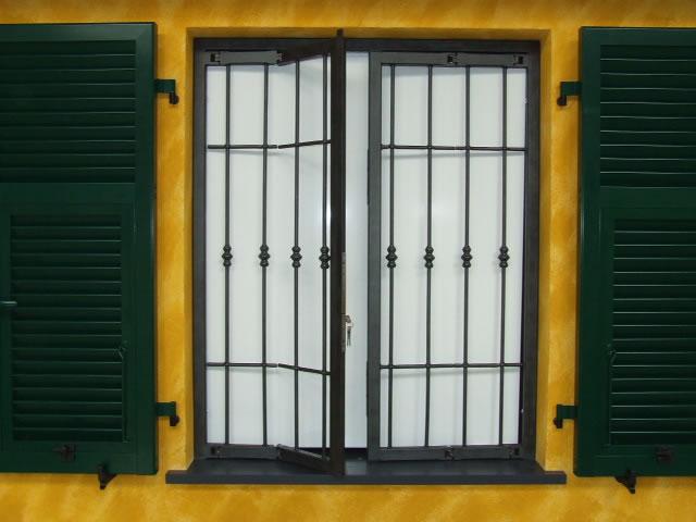 Infissi funari finestre e persiane in alluminio e pvc lavorazioni in ferro comunanza - Ringhiere per finestre ...