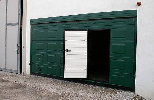 Infissi funari finestre e persiane in alluminio e pvc - Portoni garage con finestre ...
